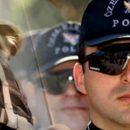 Askerlik ve Polislik Maaş İçin Yapılmaz