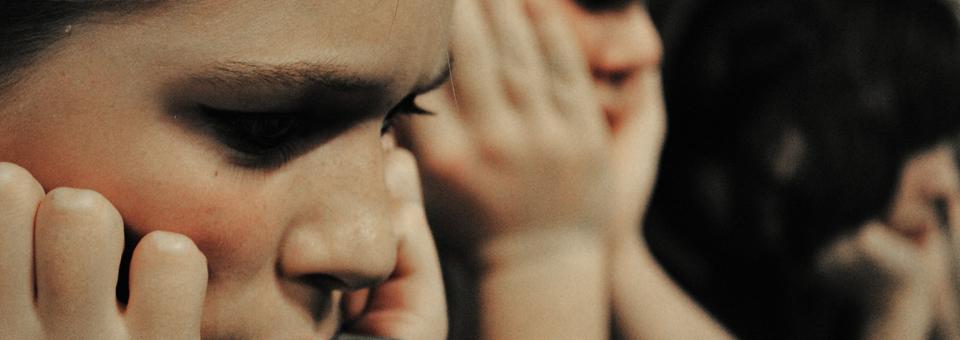 Seviyoruz Ağlamayı Acı ve Acıklı Yaşamayı